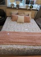 penelopa łóżko